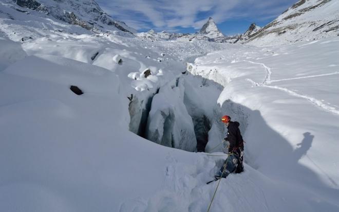 英国摄影师冰洞探险(2)